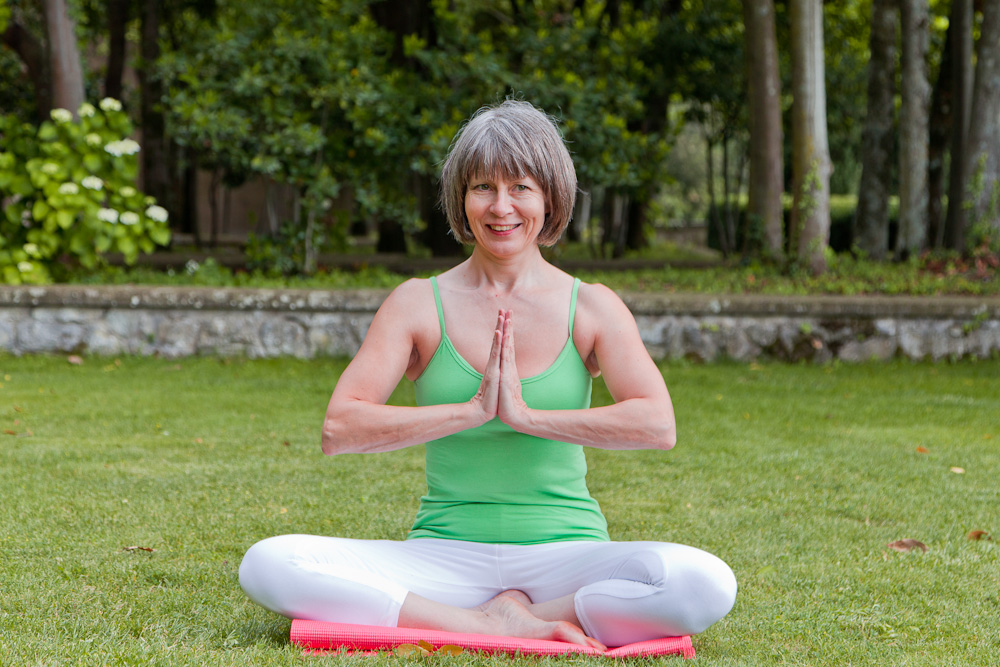 rose Romani demonstrates Sukhasana